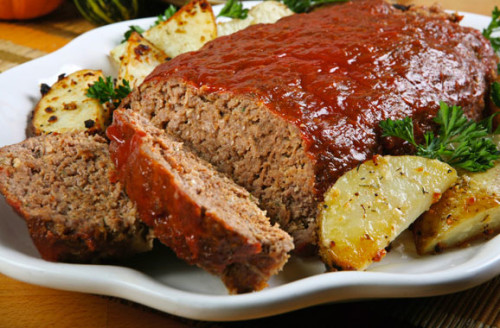 I didn't see the full meat loaf because it was in sampling sizes but I figured it would have looked this way.  Photo from TheCookingMom