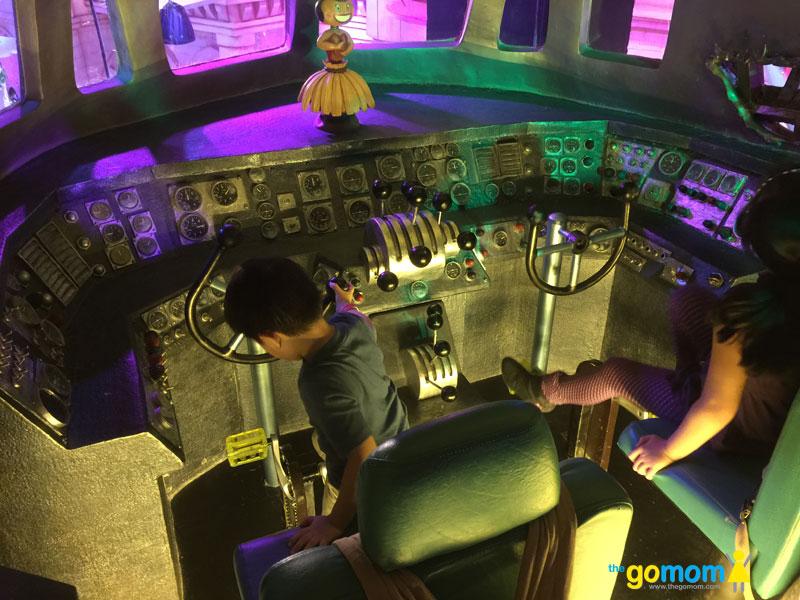 DreamPlay-Penguins-Cockpit